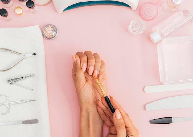 Higiene das unhas e vista superior do cuidado
