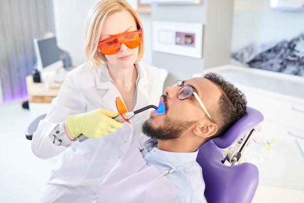 Higiene profissional em clínica dentária