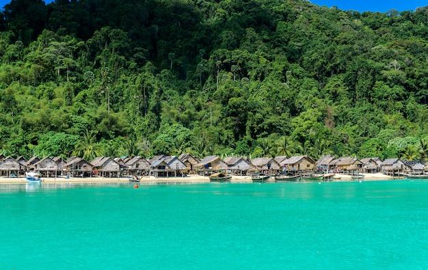 Hill tribo aldeia com belas vistas do mar tailândia atrações