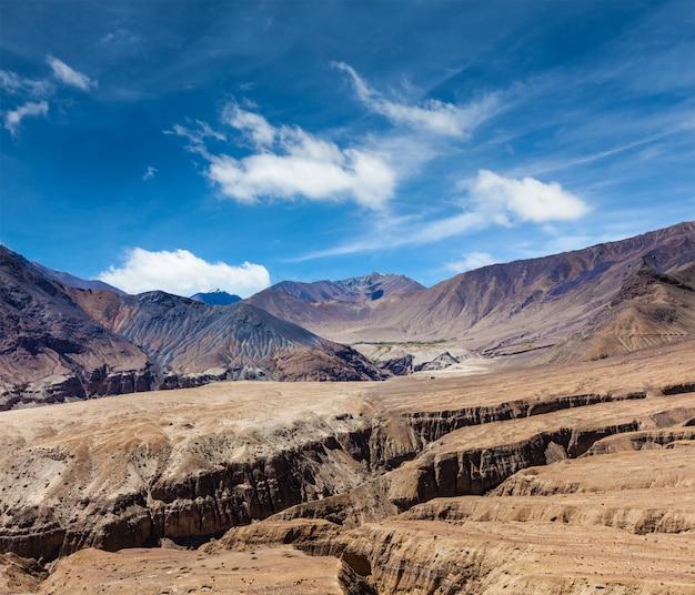 Himalaia perto da passagem de kardung la. ladakh, índia