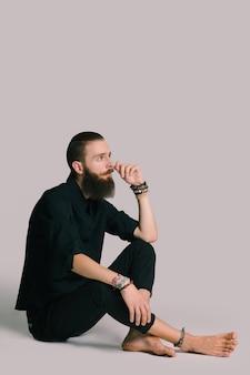 Hipster estilo homem barbudo