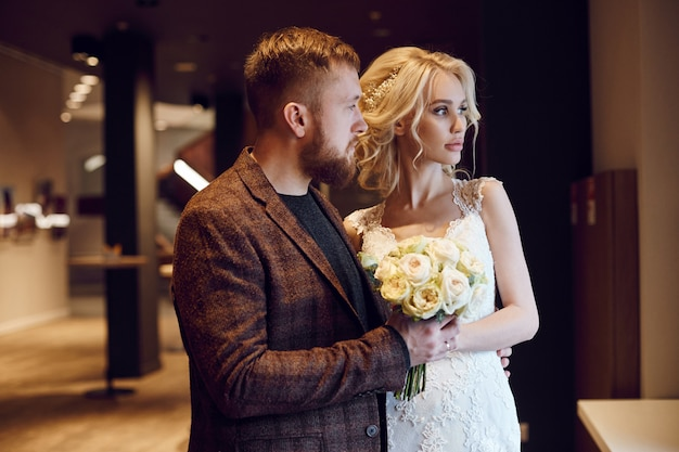 Hipster noivo e noiva, amor e lealdade. casal