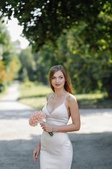 História de amor no parque. feliz, homem mulher
