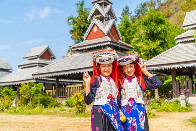 Hmong, crianças, com, muco nasal, retrato, de, h'mong, (miao), menininhas, vestido tradicional, durante, feriado ano novo lunar
