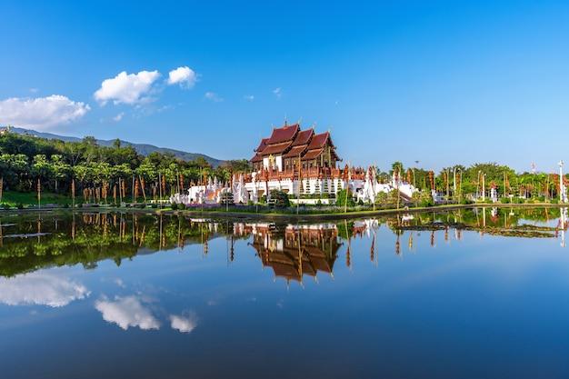 Ho kham luang estilo tailandês do norte em royal flora ratchaphruek em chiang mai, tailândia.