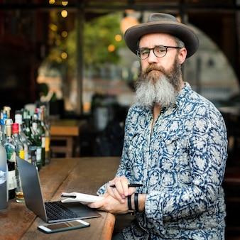 Hobby writer working conceito de digitação artigo