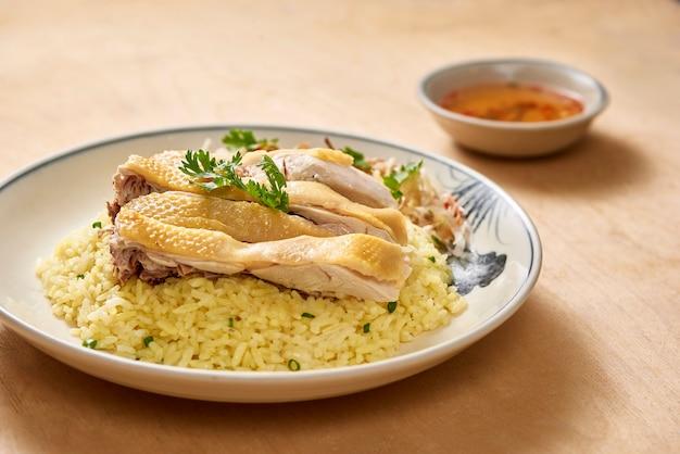 Hoi an com arroz de frango, frango cozido no vapor gourmet vietnamita com arroz