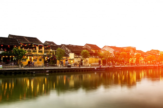 Hoi uma cidade velha uma bela noite colorida no vietnã
