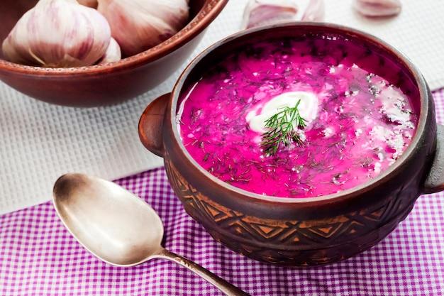 Holodnik - sopa de beterraba fria tradicional da lituânia (russo, ucraniano, bielorrusso, polonês)
