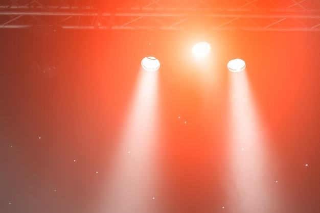 Holofotes de palco com raios laser