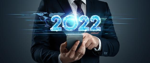 Holograma azul número 2022 no fundo de um empresário. feliz ano novo. design moderno, modelo, cabeçalho para o site, cartaz, cartão de ano novo, folheto.