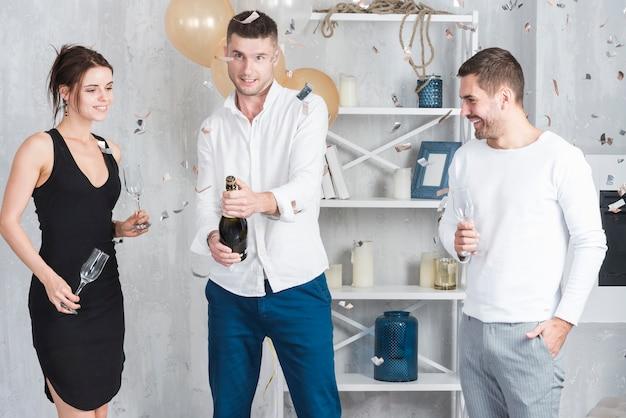 Homem, abertura, garrafa champanha