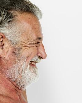 Homem adulto sênior, bigode, sorrindo, peito nu, estúdio, retrato