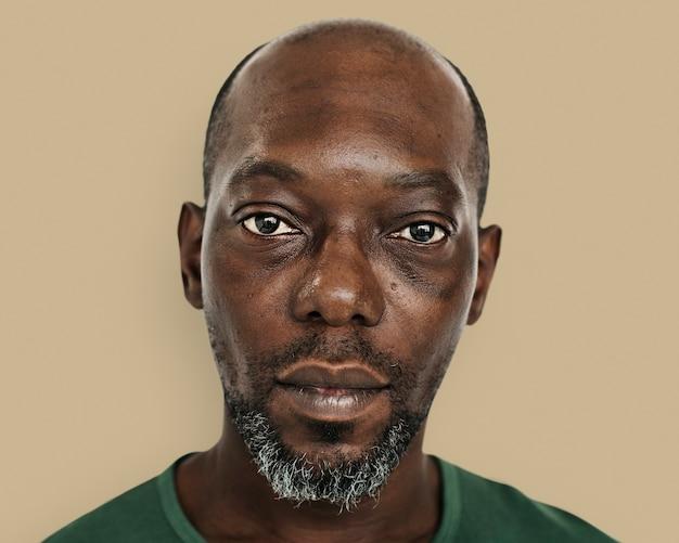 Homem africano skinhead, retrato de rosto