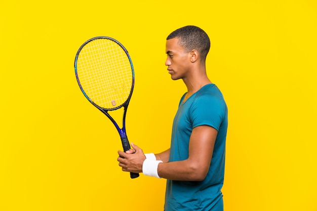 Homem afro-americano de tenista