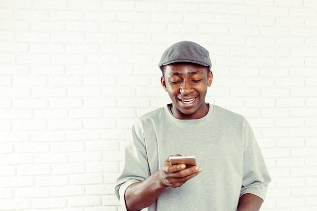 Homem americano africano, com, telefone
