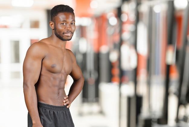 Homem americano africano, dentro, ginásio