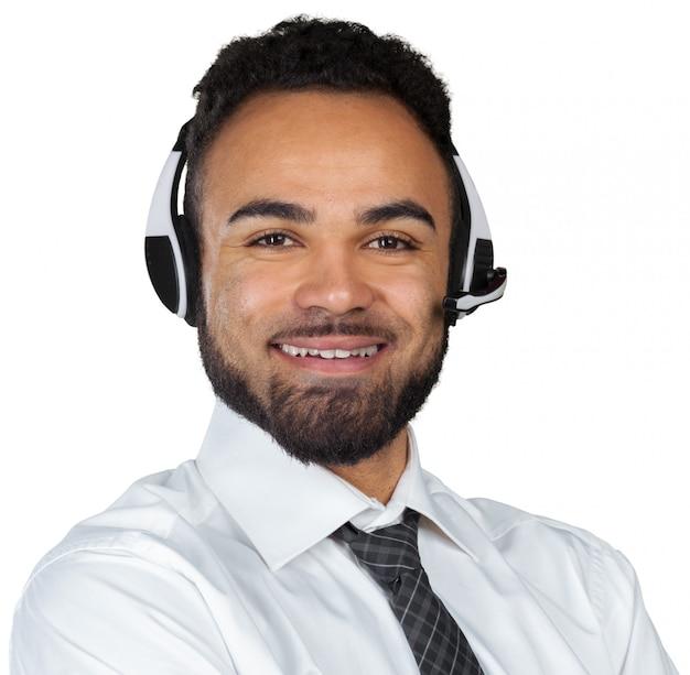 Homem americano africano, em, headsets, isolado