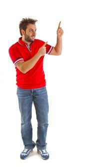 Homem, apontar, com, vermelho, t-shirt