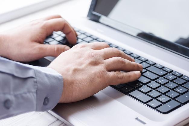 Homem, atrás de, laptop
