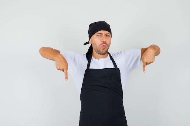 Homem baker apontando o dedo para baixo em uma camiseta