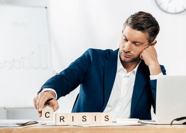 Homem baleado médio durante a crise