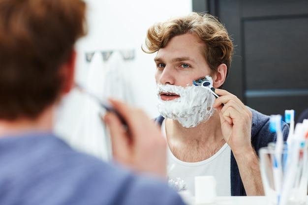 Homem barbear
