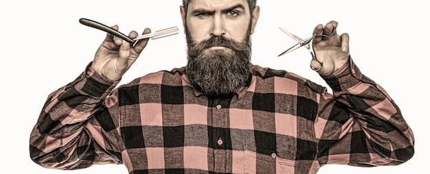 Homem barbudo, barba comprida, hipster brutal, caucasiano com bigode. corte de cabelo de homem na barbearia.