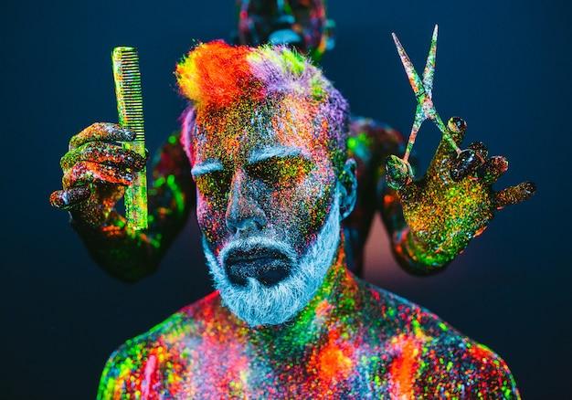 Homem barbudo com pó ultravioleta em uma barbearia