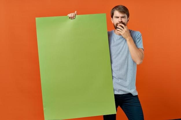 Homem barbudo, publicidade, marketing, cópia, espaço, laranja, fundo