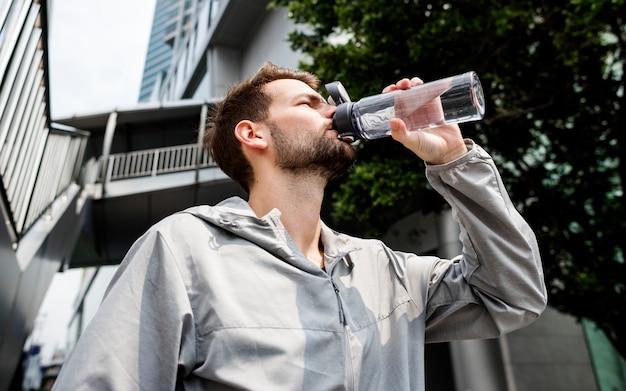 Homem, bebendo, de, um, garrafa água