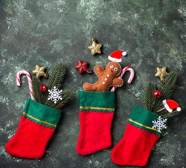 Homem-biscoito em meias