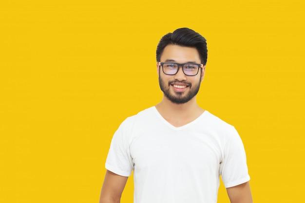 Homem bonito asiático com um bigode