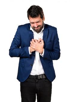 Homem bonito com dor no coração