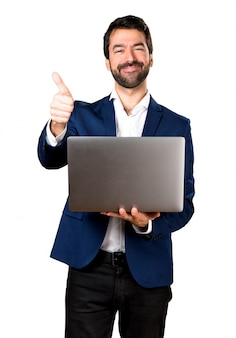 Homem bonito com laptop