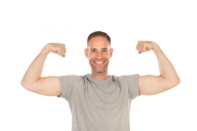 Homem bonito, mostrando seu bíceps