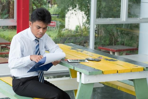 Homem bussiness, readding