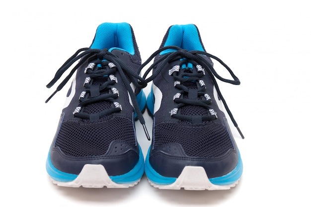 Homem calçado desportivo