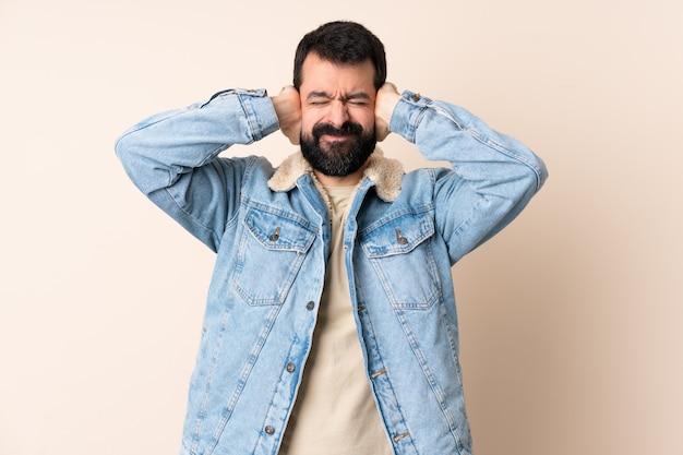 Homem caucasiano com barba