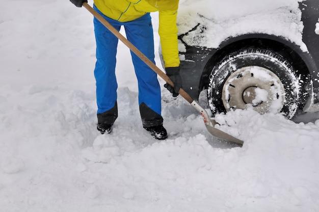 Homem, clareira, roda, de, um, car, em, neve