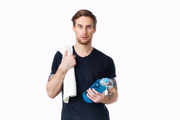 Homem com água nas mãos, ginástica treino saúde