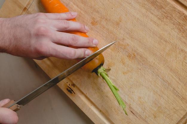 Homem com cenoura