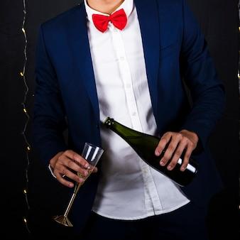 Homem, com, champanhe, e, vidro