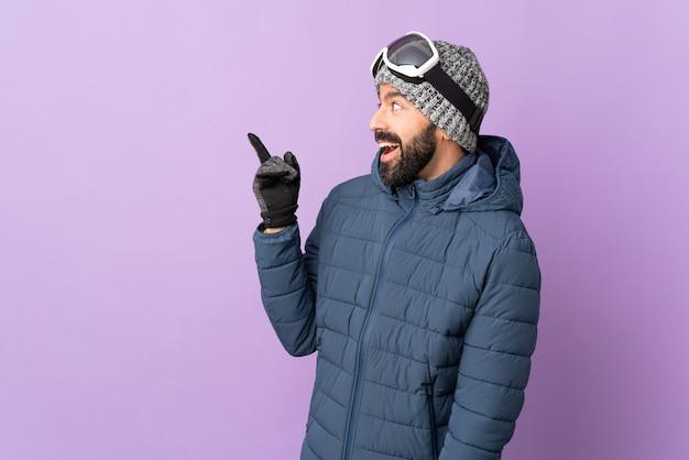 Homem com chapéu de inverno