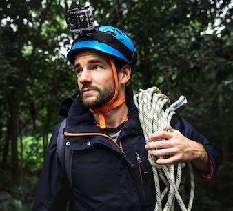 Homem, com, corda escalando