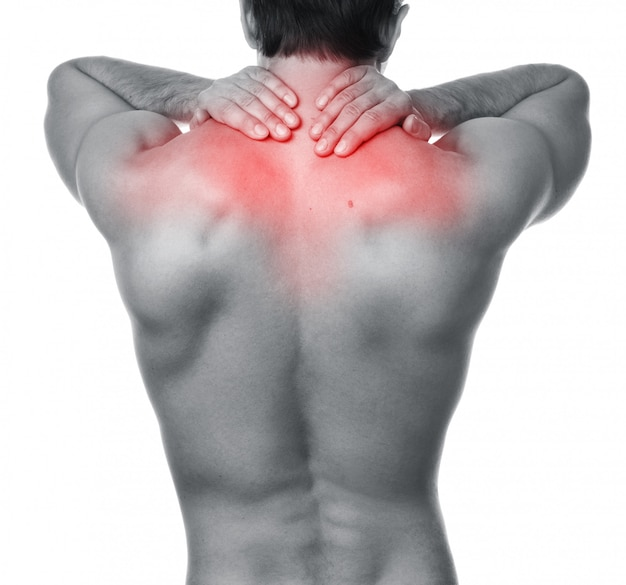 Homem com dor nas costas