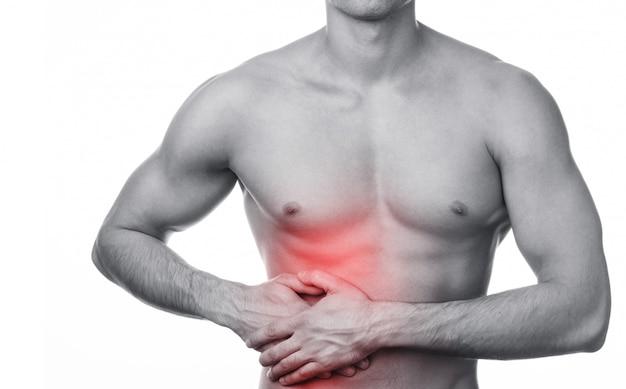 Homem com dor no estômago