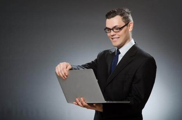 Homem, com, laptop, em, conceito negócio