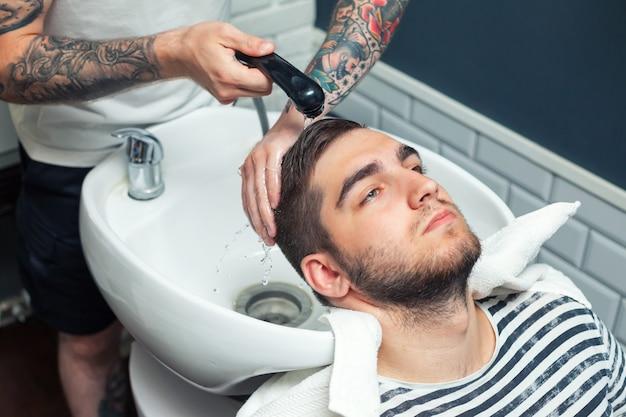 Homem com penteado