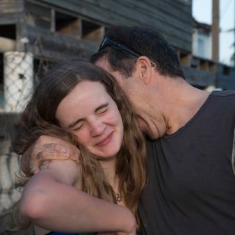 Homem, com, seu, filha, cayman, cay, utila, ilha, baía, ilhas, honduras
